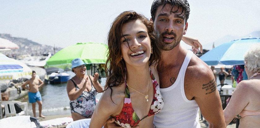 Seksowny Włoch z popularnego erotycznego filmu kusi odważną sesją