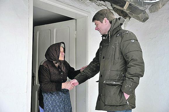 Gujon sa staricom koja živi sama kod Novog Brda