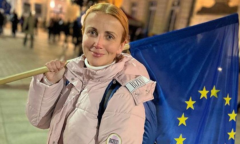 """Protest """"ZostajeMY w Unii"""". Tłumy gwiazd na manifestacji w Warszawie."""