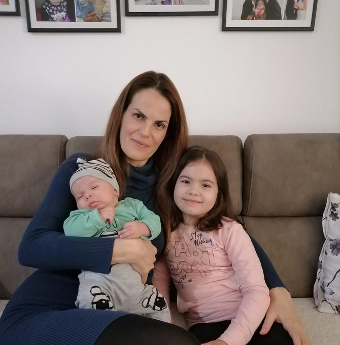 Srećni i kod kuće: Mama verica, ćerka Iskra i beba Petar