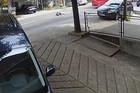 (VIDEO) UZNEMIRUJUĆI SNIMAK IZ BEOGRADA Čovek izleteo na ulicu, autobus ga POKOSIO (VIDEO)