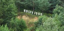 Możesz wpaść do Hollywood. To blisko. Pośpiewasz, upieczesz kiełbasę