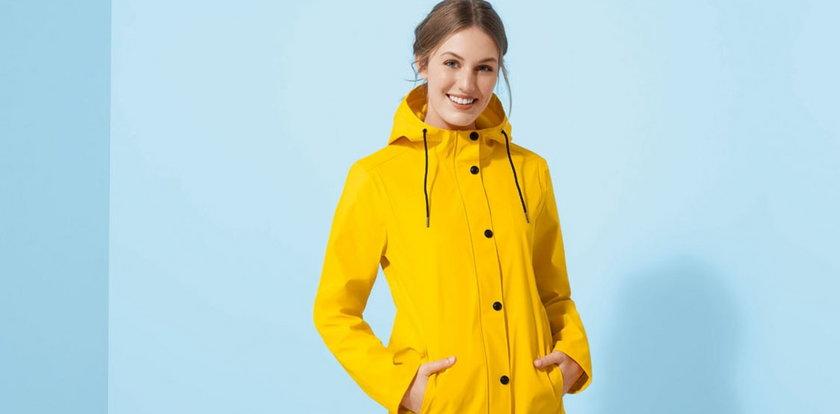 Lidl sprzedaje płaszcz przeciwdeszczowy! Ten model to hit jesieni, a cena powala!