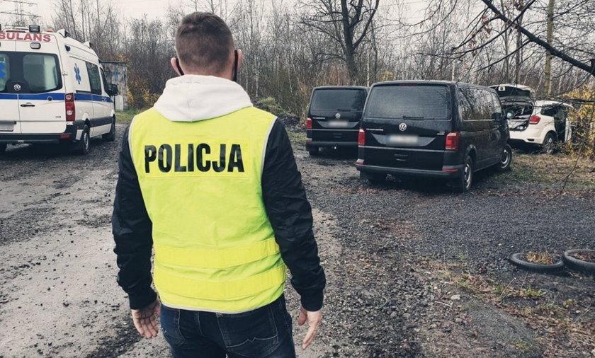 Ruda Śląska. Policyjne strzały w trakcie zatrzymania 36-latka. Auto zawisło na skarpie. 36-latek mierzył z broni palnej w policjantów. Został śmiertelnie postrzelony