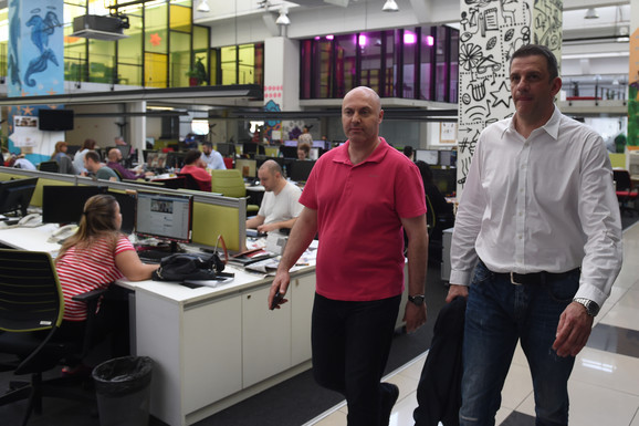 Viktor Jelenić u društvu urednika sportske redakcije