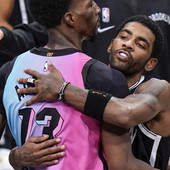 NOVA, NBA POLICIJA! Asovi hteli da razmene dresove, a onda se pojavio on - i desilo se ono o čemu sad mnogi diskutuju u neverici /VIDEO/
