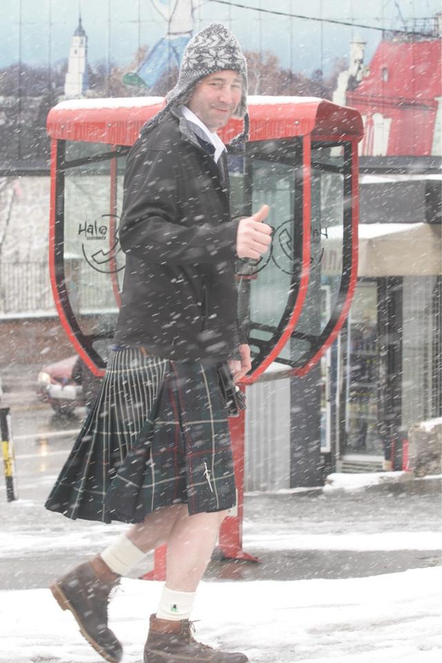 Navijač Škotske u Srbiji, u kiltu i pored snežne mećave
