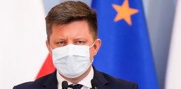 """Co rząd zrobi """"nieuczciwie zaszczepionym""""? Zaskakująca deklaracja Michała Dworczyka"""