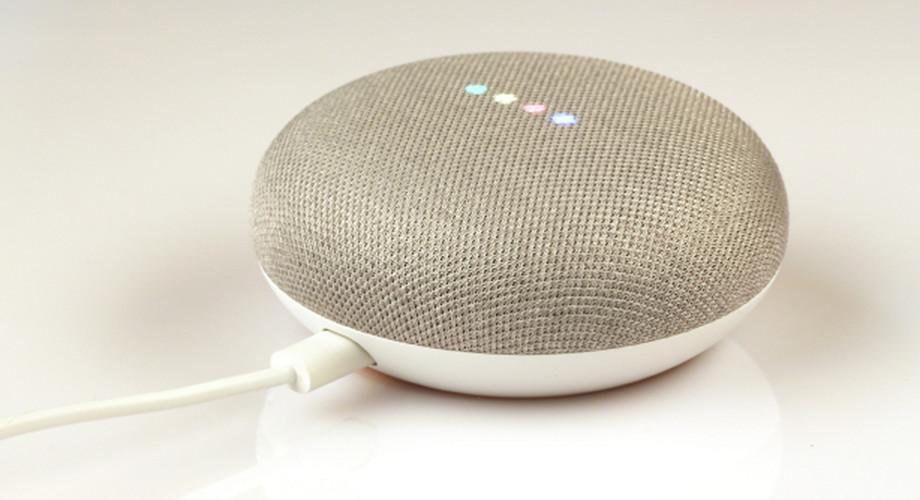 Google Home Mini im Test: klein, schlau und mieser Klang