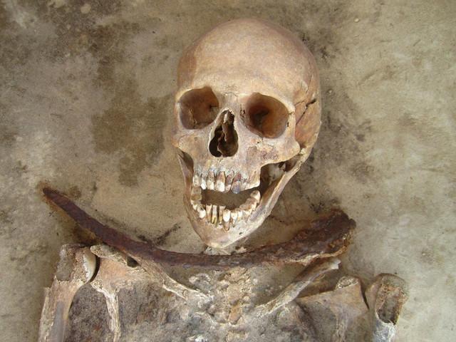 """Skelet """"vampira"""" iz Poljske: Srp oko vrata da ne bi ponovo oživeo"""