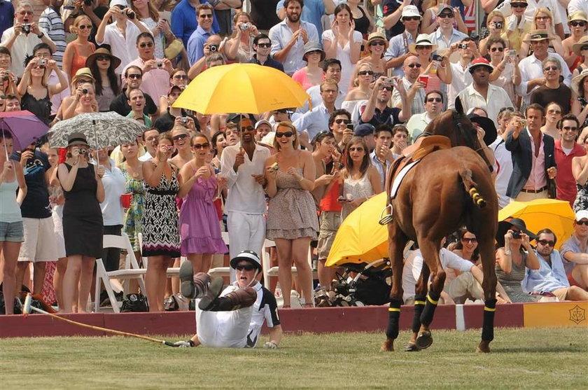 Książę Harry spadł z konia. Zdjęcia