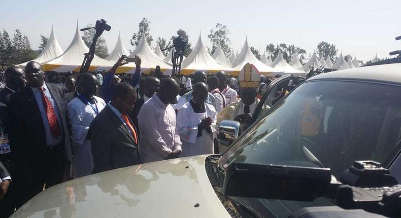 DP Ruto gifts Kisumu arch-bishop top of the range car