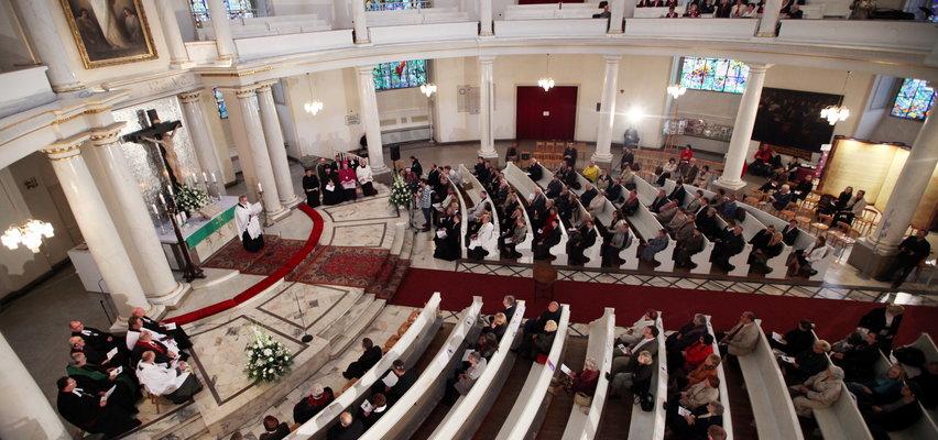 Kobiety będą księżmi! W Polsce zmiana wchodzi lada moment. Dla wielu tysięcy polskich wiernych to rewolucja. Biskup mówi o warunku wykształcenia...