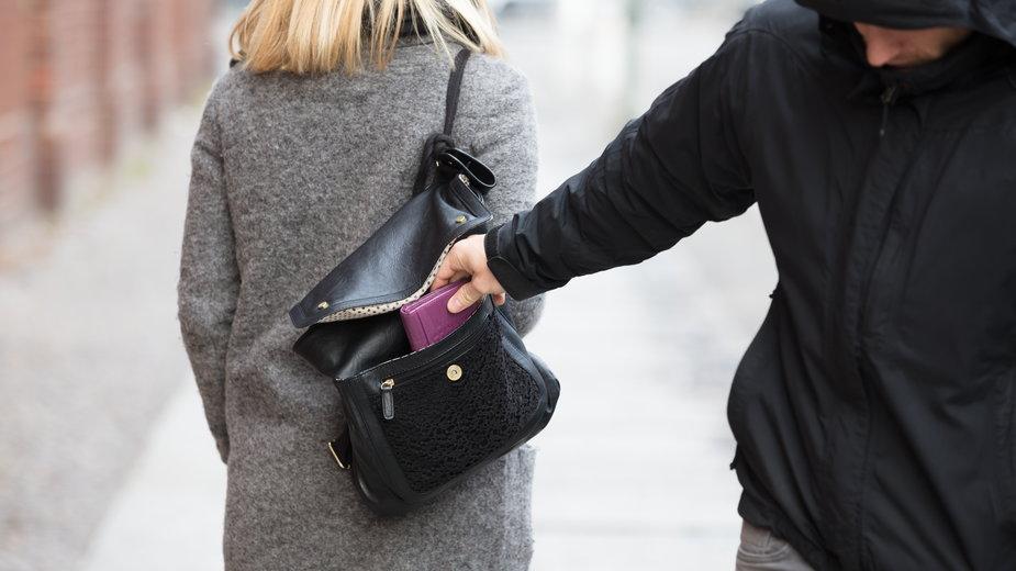 Czego nie nosić w portfelu dla własnego dobra? (zdjęcie ilustracyjne)