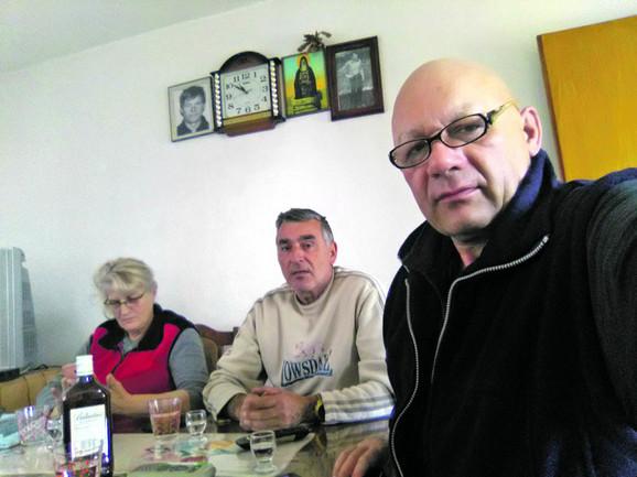Žarku su vesti da mu gori kuća javile prve komšije koje su se ranije vratile u selo Berkovo