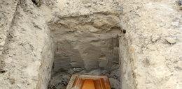 Pomylili zwłoki i pochowali w złym grobie. Błąd naprawili nocą!