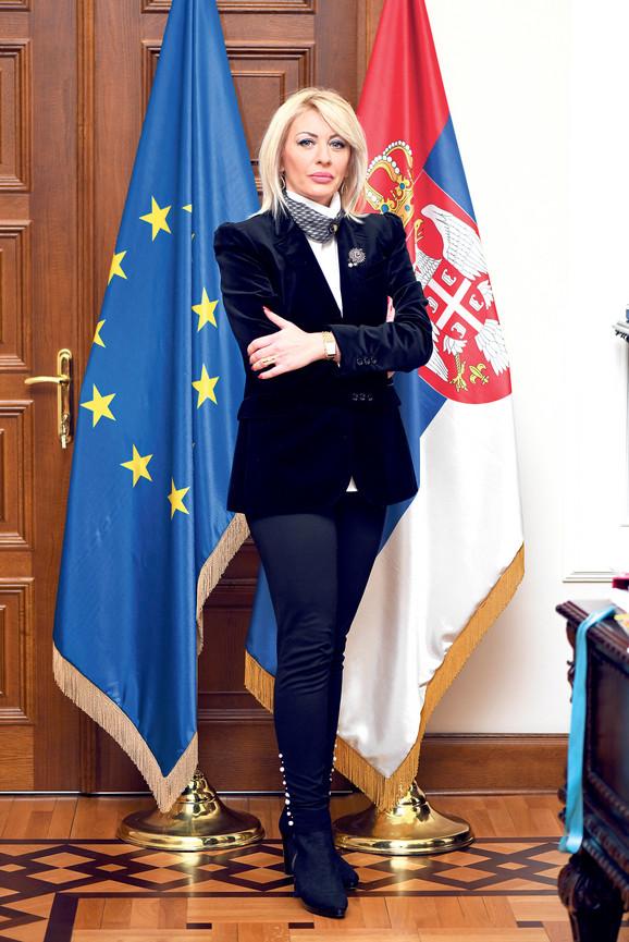 Mislim da je, s obzirom na ukupnu atmosferu vezanu za proširenje, dobro da otvorimo bar jedno poglavlje, iako smatram da ima elemenata i za više: Jadranka Joksimović, ministarka za EU integracije