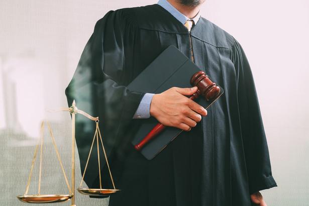 Sądy podkreśliły między innymi, że prokurator w wyjątkowo wysokim stopniu uprawdopodobnił uzasadnione podejrzenie popełnienia przestępstw przez sędziego.