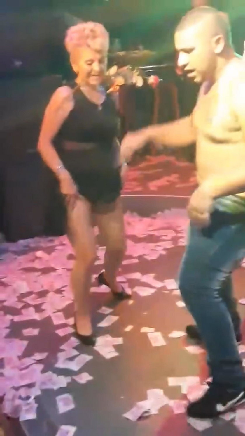 Bułgaria. Nauczycielka Daria Dimowa zatańczyła striptiz na szkolnej imprezie
