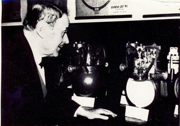 Dobrivoje Božić pored svojih rasporednika 1961.