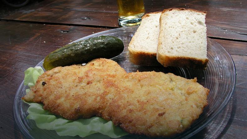 Polska kuchnia - kotlety, ogórek i wódka