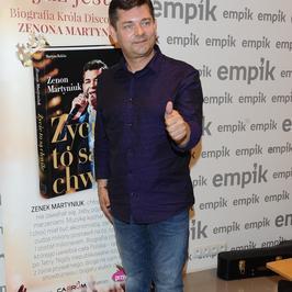 Zenon Martyniuk chwali się zdrowym i czystym kciukiem na spotkaniu z fanami