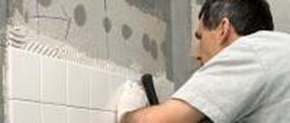Kiedy PFRON może sfinansować remont i przebudowę łazienki? Wszystko zależy od prawa do lokalu