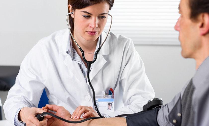 Ministerstwo zdrowia zachęca Polaków do czterdziestce między innymi do pomiaru ciśnienia i morfologii krwi.