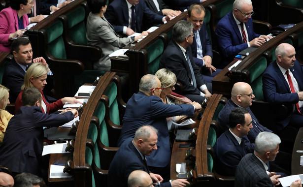 Wystąpimy z wnioskiem formalnym o przesunięcie debaty i sprawozdania z komisji sprawiedliwości i praw człowieka dotyczącego nowelizacji ustaw sądowych na okres po świętach - zapowiedział wiceszef klubu Lewicy Krzysztof Śmiszek.