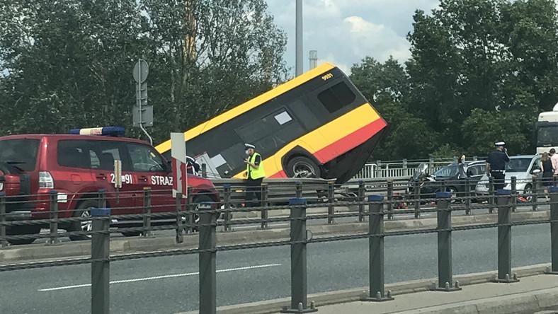 wypadek autobusu na s8