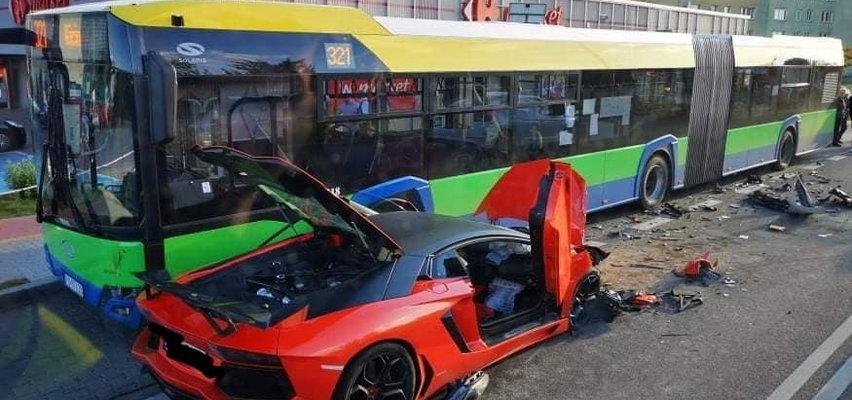 Wypadek z udziałem lamborghini pod Poznaniem. Jedna osoba ranna