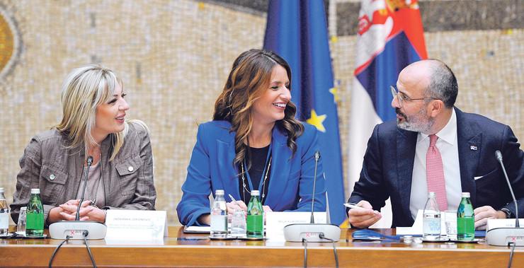 Negde napredak, negde kašnjenje: jadranka joksimović i nela kuburović sa šefom delegacije eu u srbiji semom fabricijem