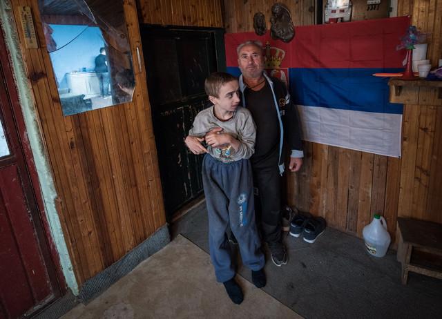 Srpska zastava se u domu Apostolskih ponosno ističe kako na krovu, tako i unutar kuće