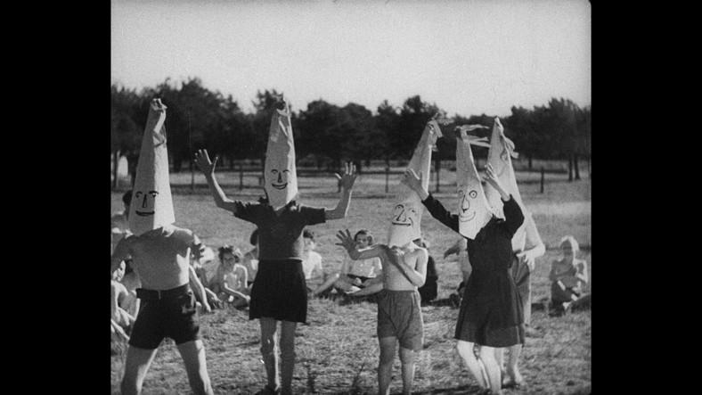 """Kadr z filmu """"Mir kumen on"""", fot. Filmoteka Narodowa"""