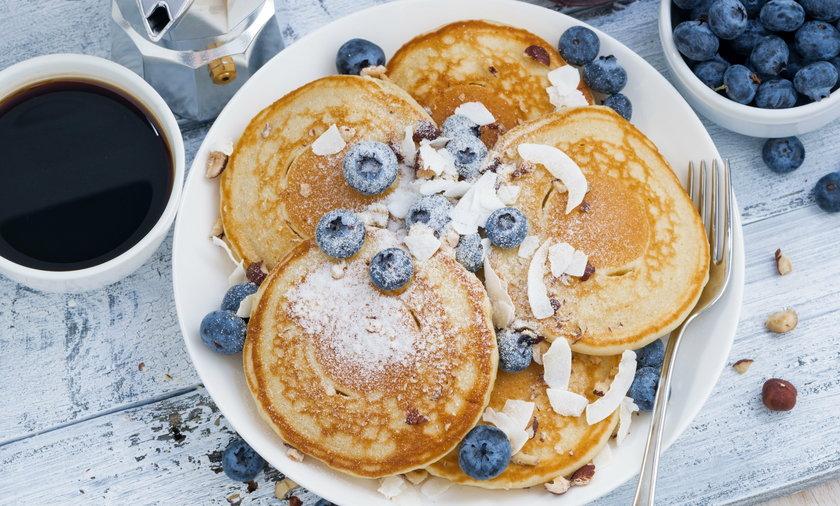 Jak zrobić pancakes? Przepis na naleśniki amerykańskie