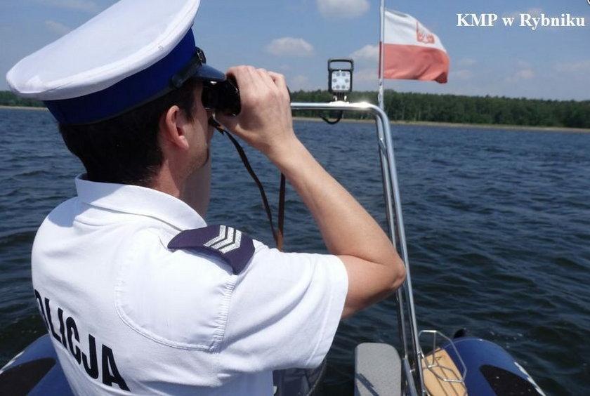Policjanci z Rybnika uratowali tonącego jelonka