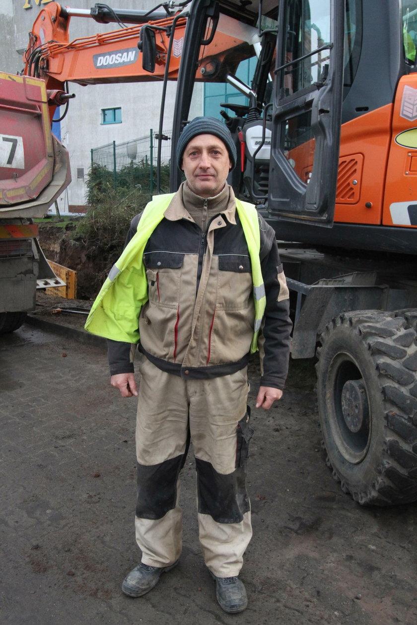 Krzysztof Olszewski (52 l.) operator koparki z Kołobrzegu