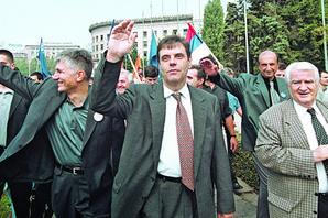 IZA KULISA DEMOKRATSKE POBEDE Koju je poruku Mićunović poslao Miloševiću pre TAČNO 18 GODINA, a ko je prema promenama bio rezervisan