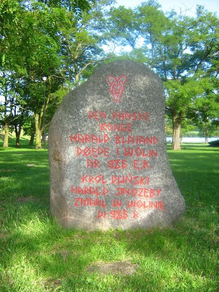Kamień upamiętniający śmierć Haralda Sinozębego