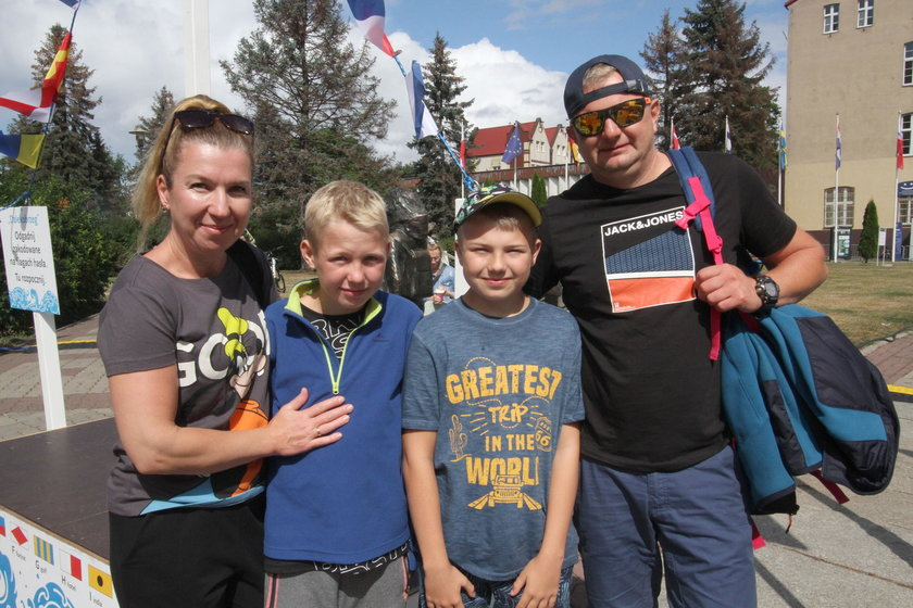 Agnieszka (42 l.) i Michał (41 l.) Jakubowscy z synami Igorem (13 l.) i Olafem (13 l.) z Olsztyna