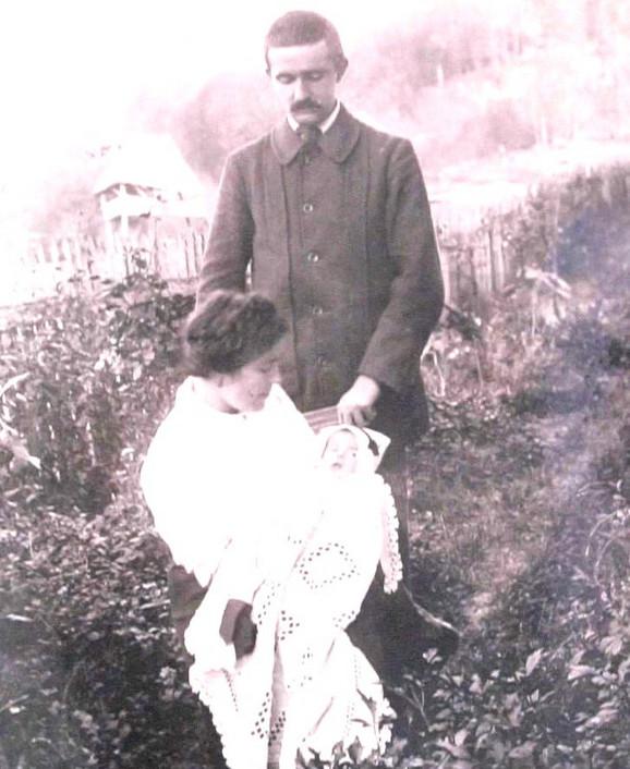 Veljko Čubrilović sa suprugom Jovankom i kćerkom Nadom