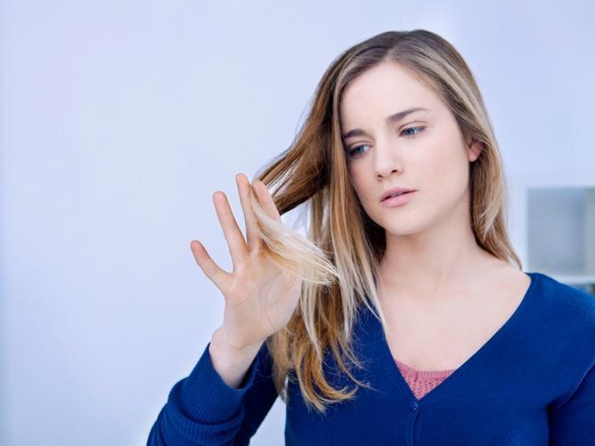 Dobro pogledajte svoju kosu: Ako primetite OVU STVAR, šanse da dobijete rak su MINIMALNE