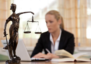 Jak uzyskać bezpłatną poradę prawną? Zasady, warunki, rodzaje spraw [2021]