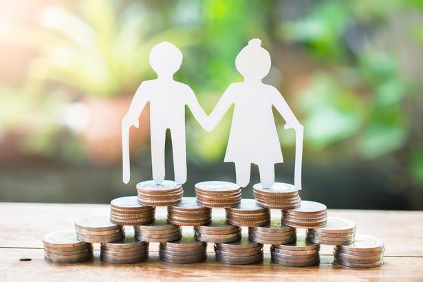 Czy dorabiający emeryt może być dalej uznawany za byłego, niepracującego pracownika?