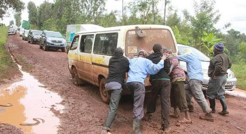 The public trying to push a car stuck in mud somewhere in Kenya, (Daily Nation)