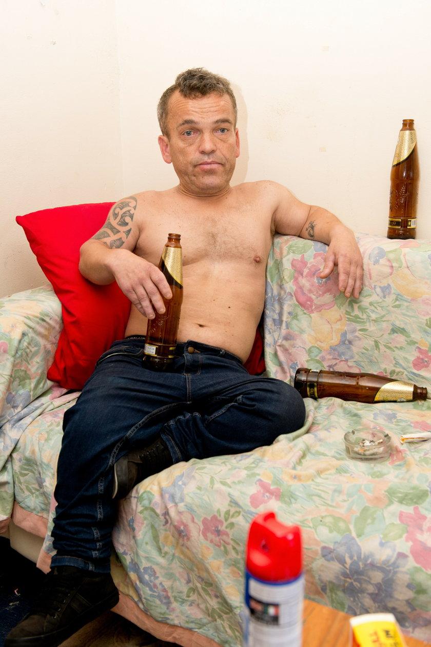 Paul Grant znany jest z niskiego wzrostu i zamiłowania do imprez