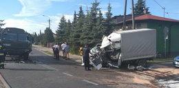 Groza w Koluszkach. Auto uderzyło w wojskową ciężarówkę