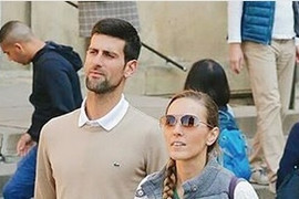 SVI SU IH ZAUSTAVLJALI Jelena i Novak Đoković u opuštenoj šetnji Pragom