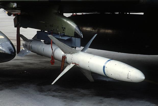 AGM-88 HARM – naddźwiękowy pocisk rakietowy do niszczenia urządzeń radarowych (systemów obrony przeciwlotniczej)