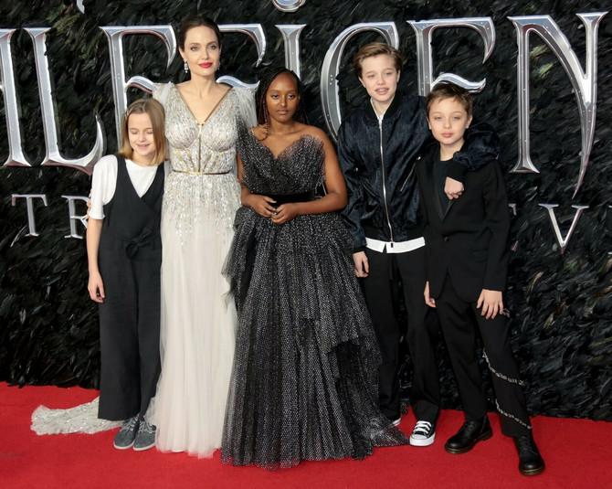Anđelina Džoli sa decom na premijeri filma